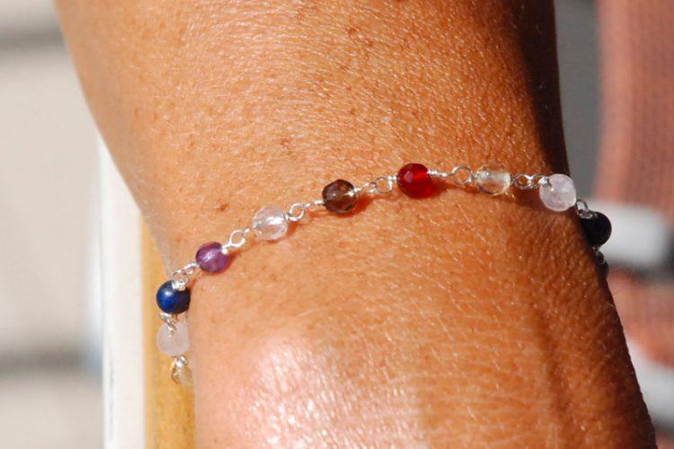 Bracciale chakra semplice indossato