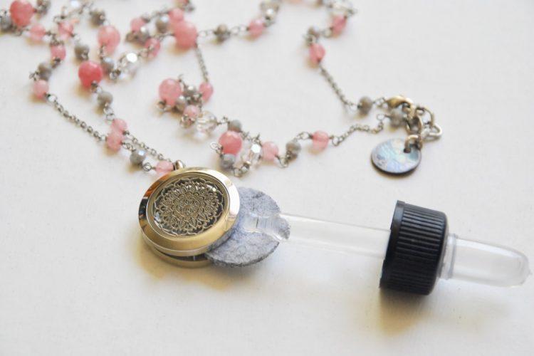 collana aromaterapia rosa corallo mandala